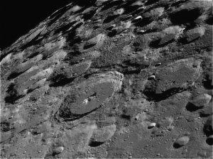 Cráteres de impacto en el polo sur de la Luna