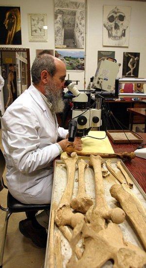 Miguel Botella en el laboratorio